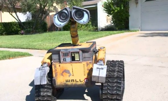 Wall-E Built To Scale Through Dedicated Hobby