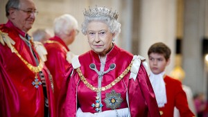 queen_elizabeth_ii_red