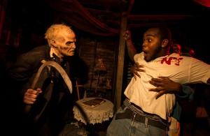 universal_halloween_horror_nights_cabin_downsized
